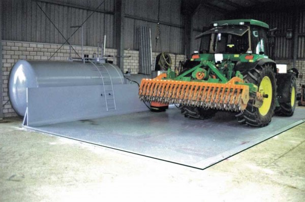 Diesel-Abfüllplatz Typ TAW (hier mit Anfahrschutz)
